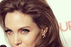Голливудская звезда Анджелина Джоли ревнует мужа к няне