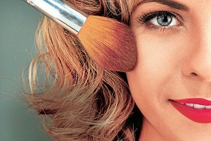 Как спасти макияж и прическу: секреты стилистов