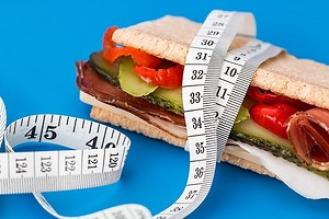 Чем опасны диеты для быстрого похудения