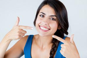 Голливудская улыбка: действенные способы отбелить зубы