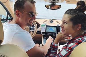 Нюша отправилась с супругом в романтическую прогулку на яхте спустя три недели после родов