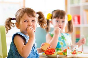 5 проблем, из-за которых ребенок плохо ест в детском саду