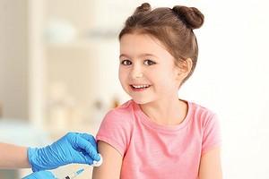Нужно ли делать прививки ребенку: полный гид по вакцинации