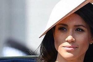 «Как бледная моль!»: Меган Маркл разочаровала платьем за 300 тысяч