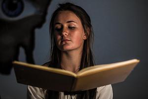 Гадание по любимой книге: 2 варианта узнать будущее
