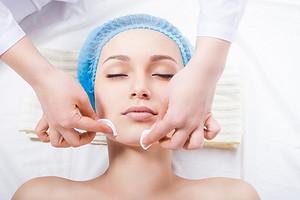 Какую чистку выбрать у косметолога: советы для жирной, сухой и пористой кожи