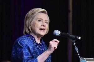 «Ябольшой фанат Меган Маркл»: Хиллари Клинтон осудила британцев затравлю герцогини