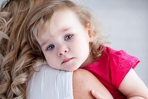 Сезон простуд: как помочь малышу при боли в горле
