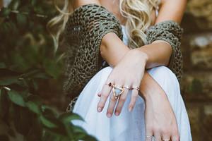 Знаки зодиака, которым лучше не носить золотые украшения