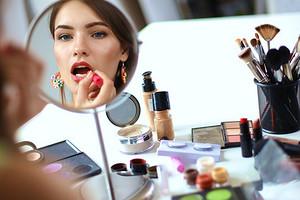 С широко открытыми глазами: как правильно делать макияж для нависшего века