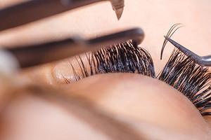 Уход за ресницами после наращивания: важные правила, чтобы сохранить вау-эффект надолго