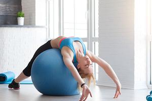 Растяжка спины и позвоночника: 7 упражнений, которые укрепят каркас и снимут боль