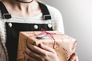 Какой подарок сделать своими руками: 3 презента, которые ты захочешь оставить себе