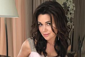 Семья Анастасии Заворотнюк прокомментировала слухи о ее разводе