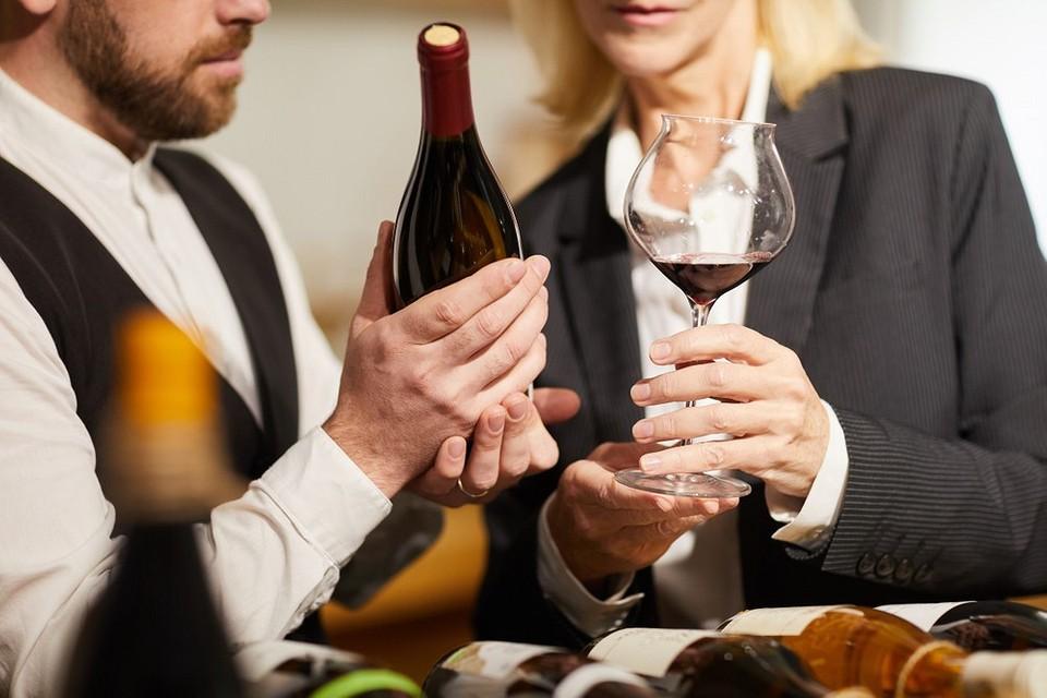 Домашний сомелье: как выбрать хорошее красное сухое вино (и за вменяемые деньги)
