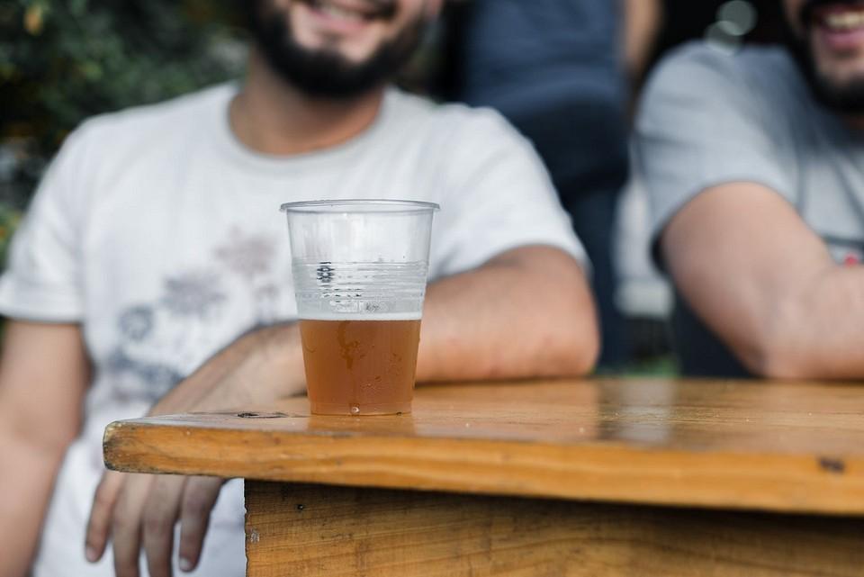 По бутылочке: вредно ли безалкогольное пиво и как часто его можно пить