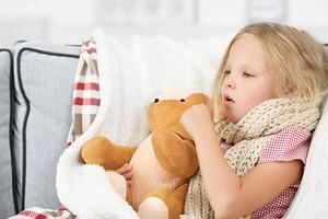 3 простых и безопасных способа помочь ребенку при сильном кашле