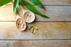 Против выпадения и ломкости: витамины для волос, ногтей и кожи