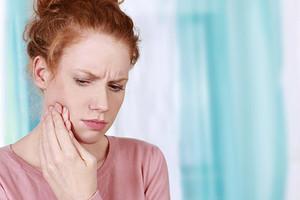 Что делать, если растет зуб мудрости и болит десна: чем обезболить и как облегчить страдания