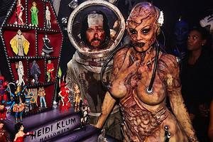 Хайди Клум показала процесс создания жуткого костюма на Хэллоуин (видео не для слабонервных)