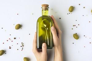 Где хранить оливковое масло после вскрытия бутылки, чтобы оно не испортилось