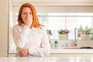 Без химии и нервов: как убрать запах гари в квартире быстро и эффективно
