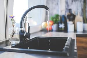 Как устранить запах из раковины на кухне или в ванной