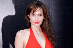 От Джии до Малефисенты: биография и личная жизнь Анджелины Джоли