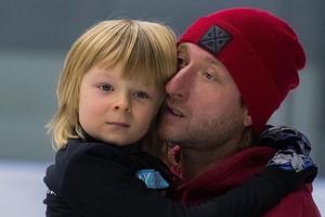 Евгений Плющенко заявил, что шестилетний сын зарабатывает больше него