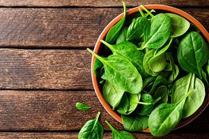 Поможет похудеть: полезные свойства и противопоказания шпината