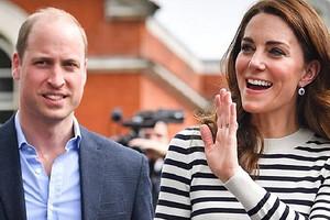 Кейт Миддлтон резко одернула плечо, когда к ней прикоснулся принц Уильям (видео)