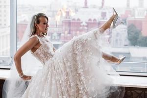 Елена Воробей перевоплотилась в Собчак и спародировала ее свадьбу
