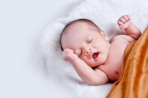 Кривошея у ребенка: основные причины, риски и лечение