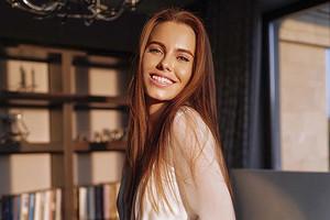 Аж волосы побелели: Дарья Клюкина поддержала моду на парики