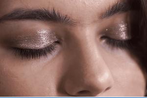 Делаем быстрый макияж на новый год: 3 простых бьюти-приема (видео)