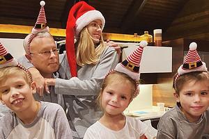 «Держалась, как могла»: пятилетняя дочь Елены Перминовой расплакалась из-за подарка Деда Мороза (милое видео)