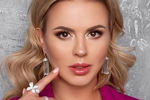 Анна Семенович согласилась пойти на свидание за еду