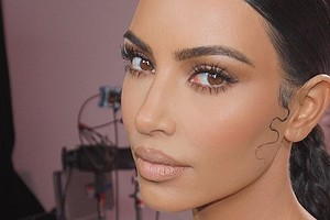Канье Уэст критикует Ким Кардашьян за слишком яркий макияж