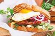 Мужу понравится: рецепт сэндвичей со стейками