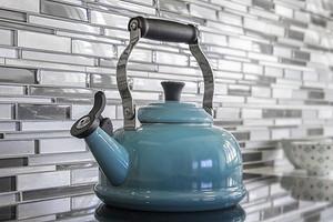 Как почистить чайник от накипи: самые эффективные народные методы и средства