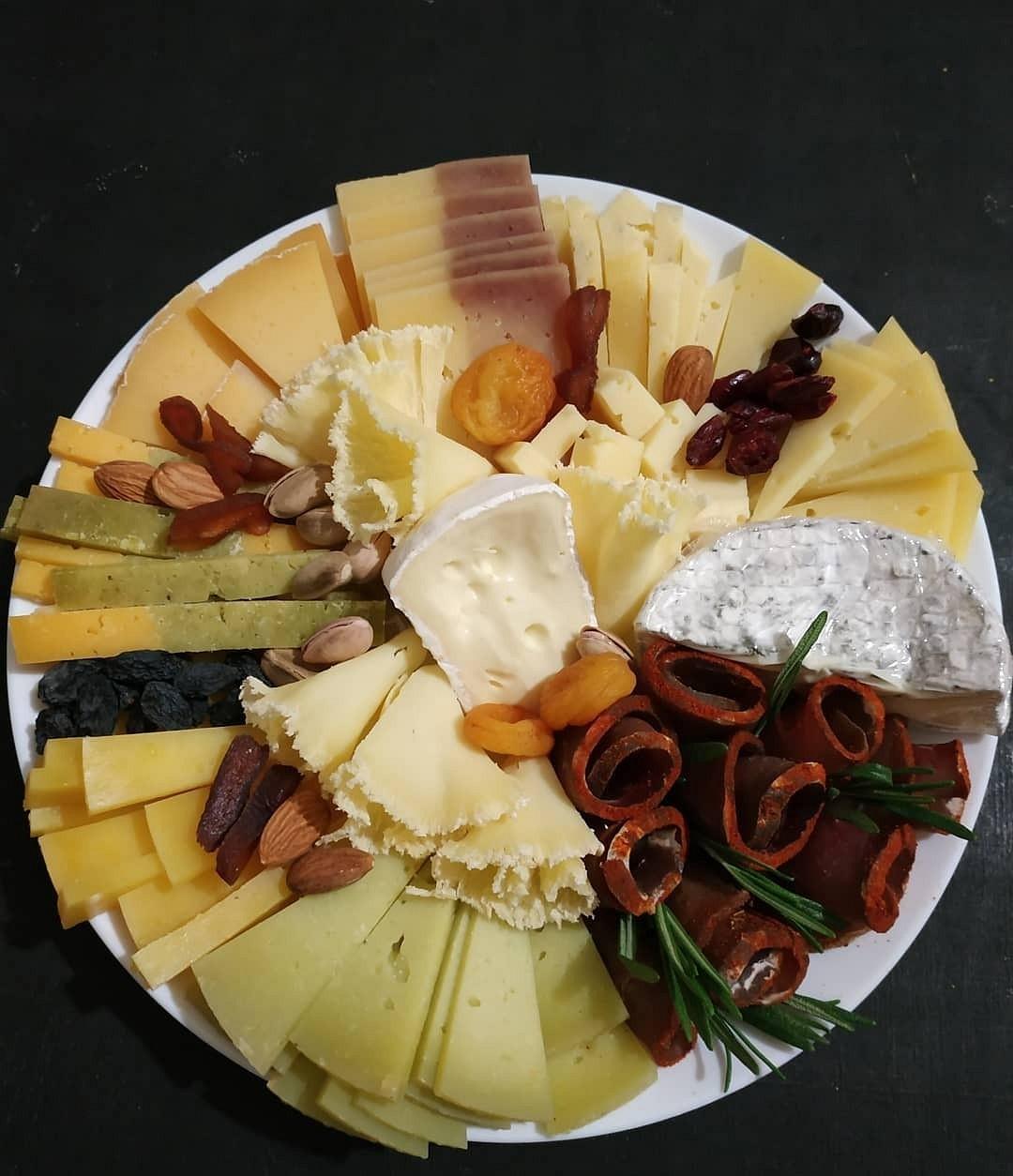Украшение сырной нарезки с фото