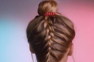 Это модно: небанальный вариант французской косы