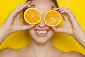 Зачем коже нужен витамин С и где его взять: 9 классных средств