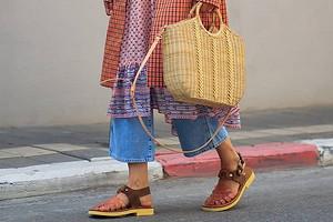 Тренд сезона — «уродливые» сандалии: какие выбрать и с чем носить