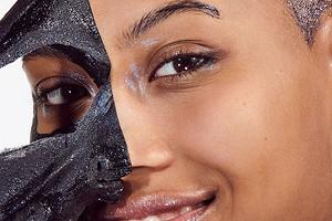 Черная маска для лица, которая обошла весь Instagram: как она работает на самом деле