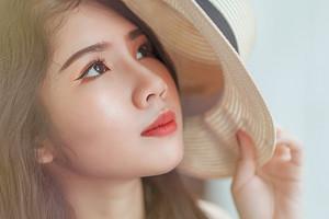 7 ошибок, которые ты совершаешь, когда наносишь тон на лицо (исправить несложно)