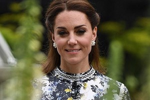 Пластыри напальцах Кейт Миддлтон привлекли внимание британских СМИ