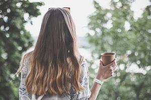 Как использовать репейное масло для волос: 5 правил, которыми нельзя пренебрегать никому