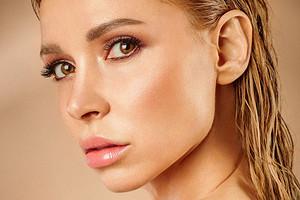 Что в косметичке Леры Тумановой: 7 любимых средств певицы