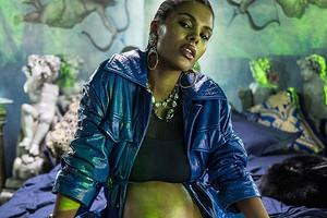 В Сети появился психоделический клип с беременной Тиной Кунаки (видео)